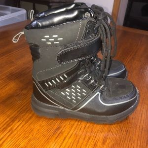 RUGGED OUTBACK black thermolite boots Y13